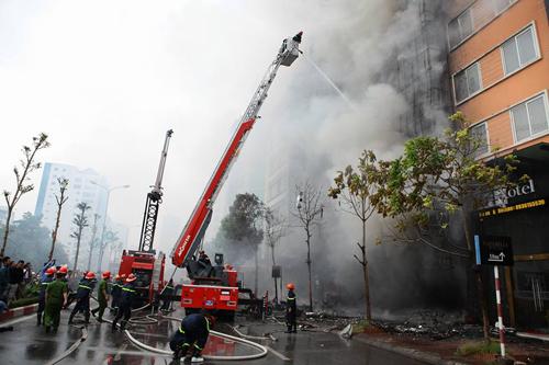 HN: Cháy dữ dội ở quán karaoke trên đường Trần Thái Tông - 6