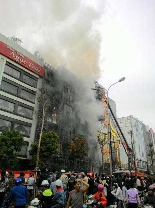 HN: Cháy dữ dội ở quán karaoke trên đường Trần Thái Tông - 2