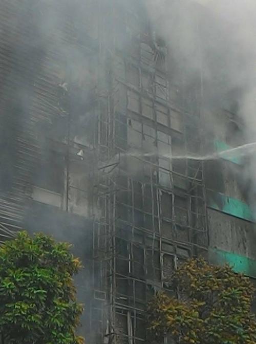 HN: Cháy dữ dội ở quán karaoke trên đường Trần Thái Tông - 11