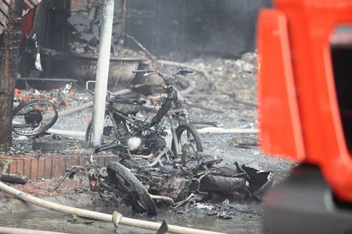 HN: Cháy dữ dội ở quán karaoke trên đường Trần Thái Tông - 12