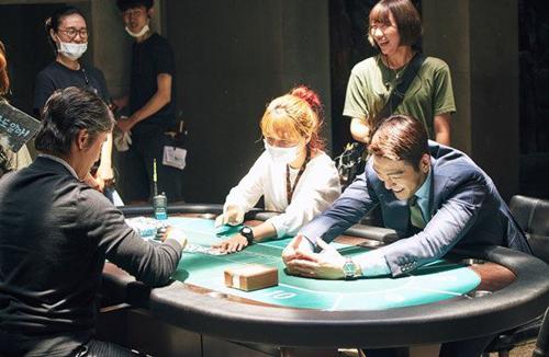 """Hé lộ bom tấn của 3 tài tử """"ăn khách nhất phòng vé Hàn"""" - 9"""