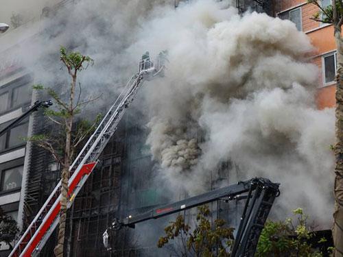 HN: Cháy dữ dội ở quán karaoke trên đường Trần Thái Tông - 3
