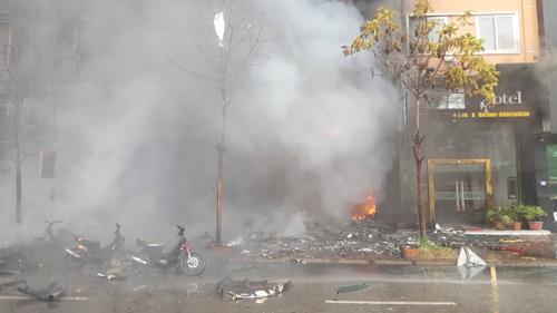 HN: Cháy dữ dội ở quán karaoke trên đường Trần Thái Tông - 13