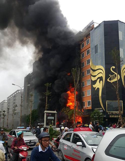 HN: Cháy dữ dội ở quán karaoke trên đường Trần Thái Tông - 1