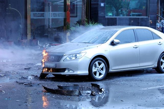 Cháy quán karaoke: Biển lửa thiêu rụi hàng loạt ô tô, xe máy - 5