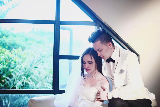"""Xuất hiện trong MV mới nhất của ca sĩ Cao Thái Sơn có tên  """" Người cũ còn thương """" , nữ sinh Cần Thơ gây ấn tượng bởi gương mặt xinh đẹp."""