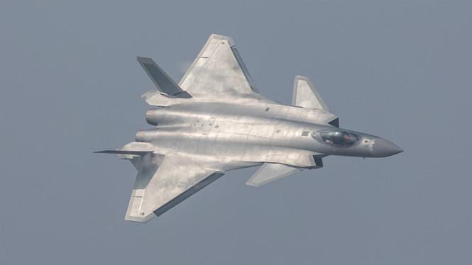 Trung Quốc lần đầu trình diễn tiêm kích tàng hình J-20 - 1