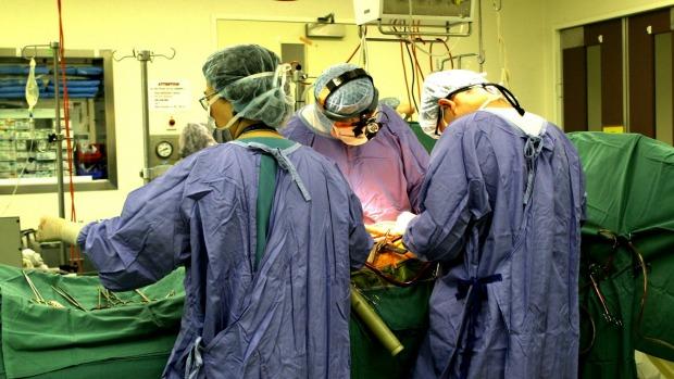 Nữ bệnh nhân trung tiện khiến lửa trùm người, bỏng nặng - 1