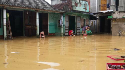 Quảng Trị: Lũ bất ngờ, hàng ngàn hộ dân bị chìm trong biển nước - 1