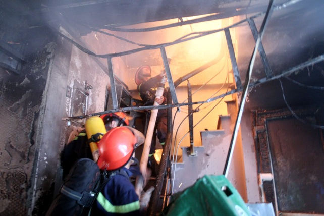 HN: Cháy dữ dội ở quán karaoke trên đường Trần Thái Tông - 10