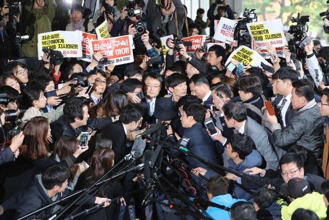 Dùng máy xúc phản đối bạn thân Tổng thống HQ tham nhũng - 2