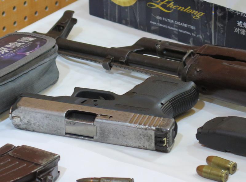 """Dàn vũ khí """"nóng"""" trong vụ bắn chết nhân viên nhà nghỉ ở Hà Nội - 5"""