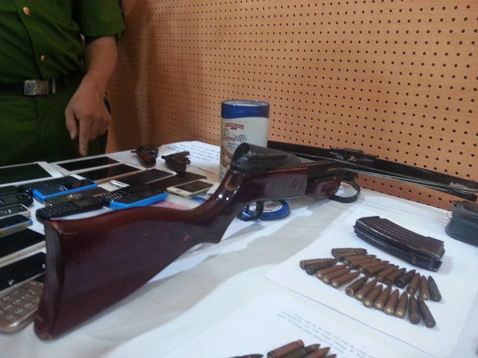 """Dàn vũ khí """"nóng"""" trong vụ bắn chết nhân viên nhà nghỉ ở Hà Nội - 7"""