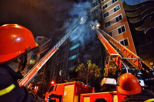 HN: Cháy dữ dội ở quán karaoke trên đường Trần Thái Tông - 20