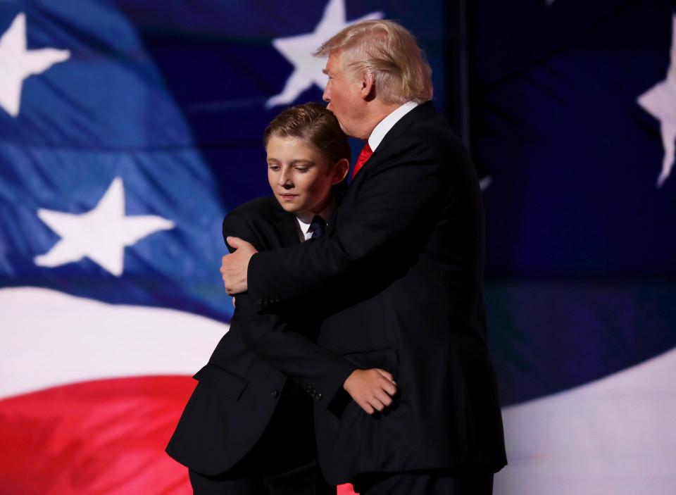 Trump: Bà Clinton là hình mẫu tệ hại với trẻ em Mỹ - 1