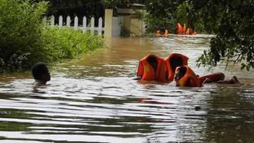 Quảng Trị: Lũ bất ngờ, hàng ngàn hộ dân bị chìm trong biển nước - 4