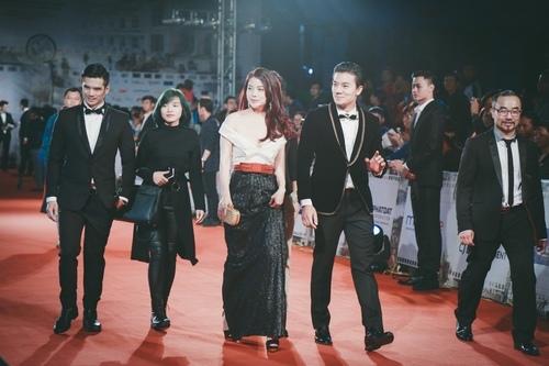 """""""Đứng hình"""" vì thấy Phương Trinh mặc bạo trong đêm Hà thành - 9"""