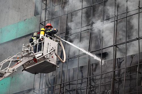 Ảnh: Toàn cảnh vụ cháy quán karaoke khiến 13 người thiệt mạng - 5