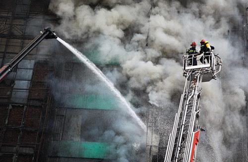 Ảnh: Toàn cảnh vụ cháy quán karaoke khiến 13 người thiệt mạng - 3
