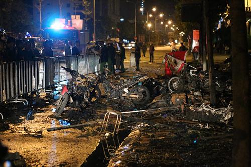 Ảnh: Toàn cảnh vụ cháy quán karaoke khiến 13 người thiệt mạng - 9