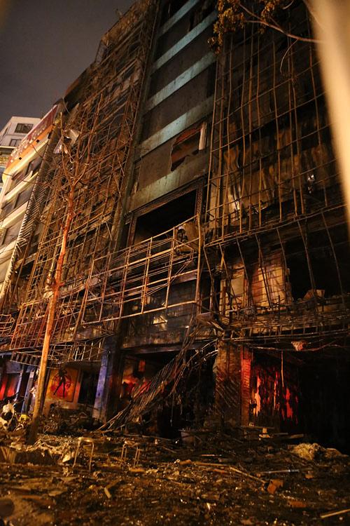 Ảnh: Toàn cảnh vụ cháy quán karaoke khiến 13 người thiệt mạng - 13