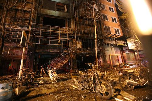 Ảnh: Toàn cảnh vụ cháy quán karaoke khiến 13 người thiệt mạng - 14