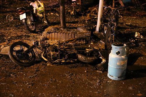 Ảnh: Toàn cảnh vụ cháy quán karaoke khiến 13 người thiệt mạng - 10