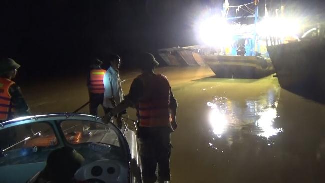 """Trắng đêm cứu người ở """"rốn lũ"""" Quảng Bình - 3"""