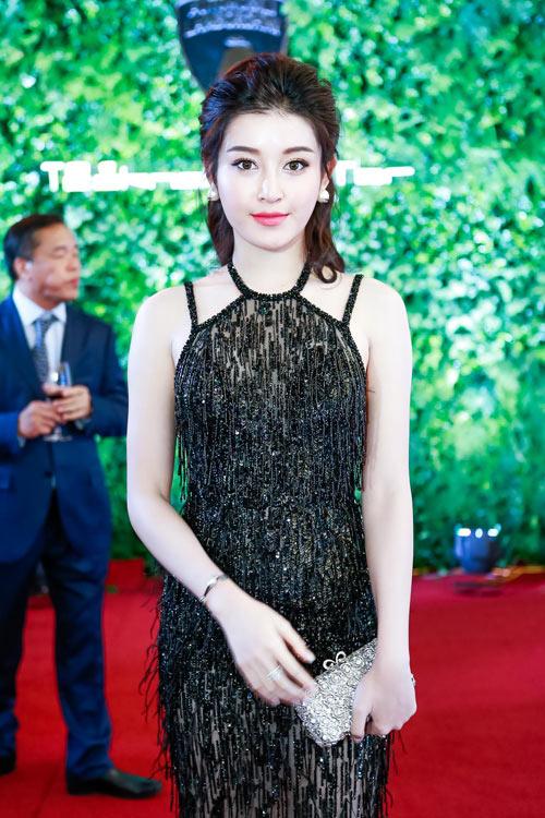 Huyền My mặc xuyên thấu khoe dáng ngọc bên MC Phan Anh - 5