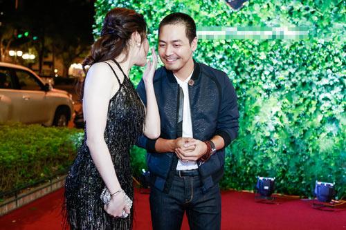 Huyền My mặc xuyên thấu khoe dáng ngọc bên MC Phan Anh - 13