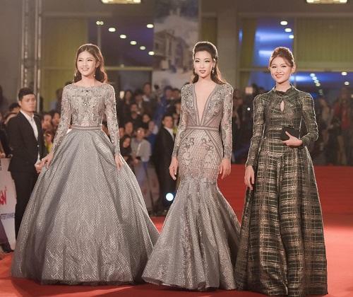 Hoa hậu Mỹ Linh khoe vòng một táo bạo trên thảm đỏ - 8