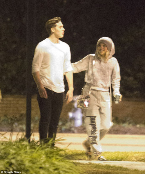 Cậu cả nhà Beckham hẹn hò giữa đêm với mẫu tuổi teen - 1
