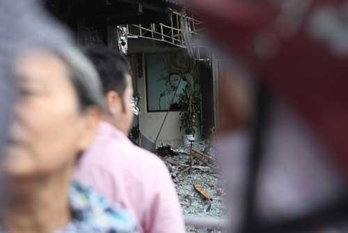 Người dân bàng hoàng, ám ảnh sau vụ cháy quán karaoke - 4