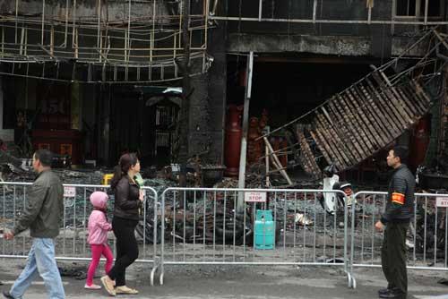 Người dân bàng hoàng, ám ảnh sau vụ cháy quán karaoke - 2