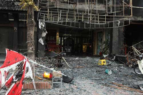 Người dân bàng hoàng, ám ảnh sau vụ cháy quán karaoke - 9