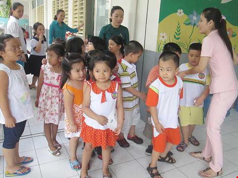 Hàng trăm giáo viên TP.HCM dạy không lương hơn một năm - 1