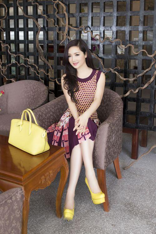 """Soi khối hàng hiệu """"kếch xù"""" của Hoa hậu Giáng My - 4"""