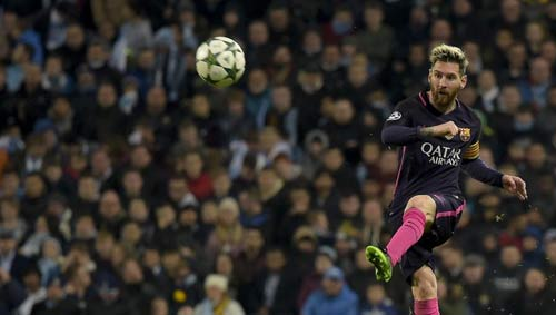 """Bị khiêu khích, Messi suýt """"tẩn"""" nhau với SAO Man City - 1"""