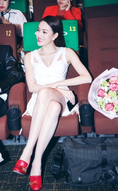 """Cô gái đẹp """"không góc chết"""" quá xinh bên Hồ Ngọc Hà - 5"""