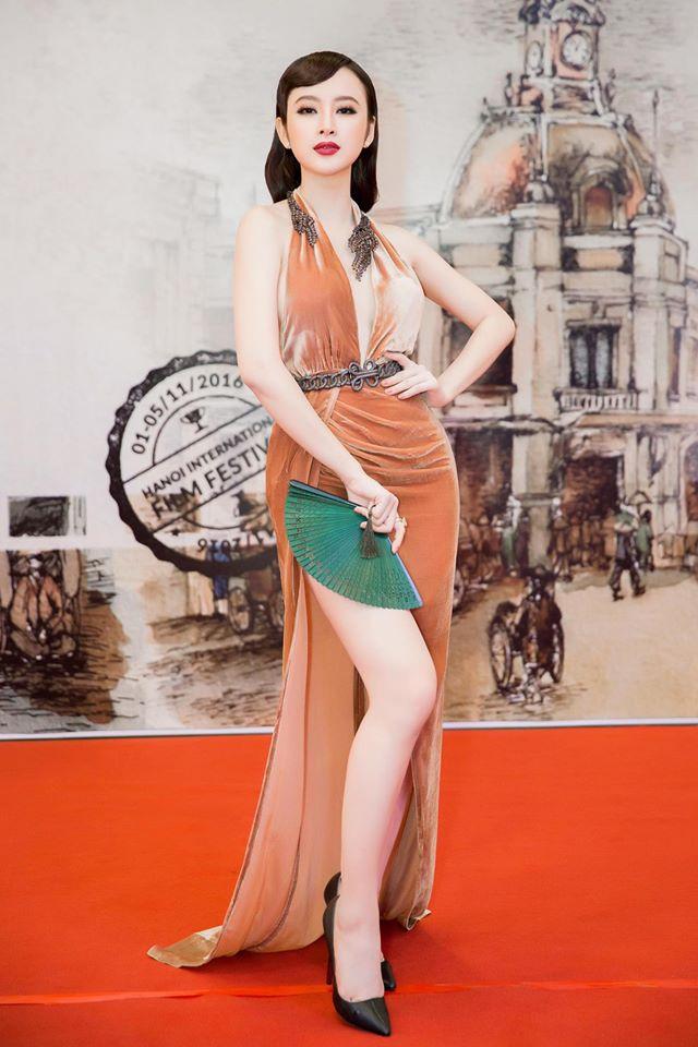 """7 chiếc váy nóng bỏng """"gây bão"""" ở các kỳ LHP Việt - 1"""