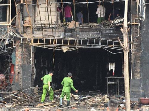 Vụ cháy 13 người chết: Hàng xóm phá cửa sau thoát thân - 2