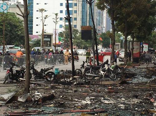 Vụ cháy 13 người chết: Hàng xóm phá cửa sau thoát thân - 3