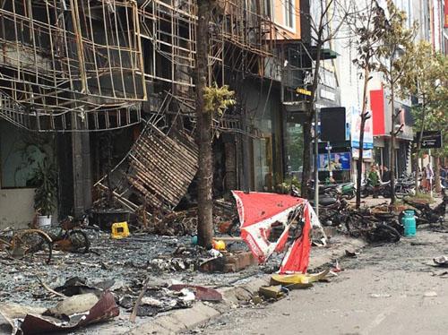 Vụ cháy 13 người chết: Hàng xóm phá cửa sau thoát thân - 4