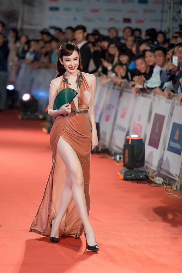 """Những bộ cánh """"rúng động"""" thảm đỏ của Angela Phương Trinh - 1"""