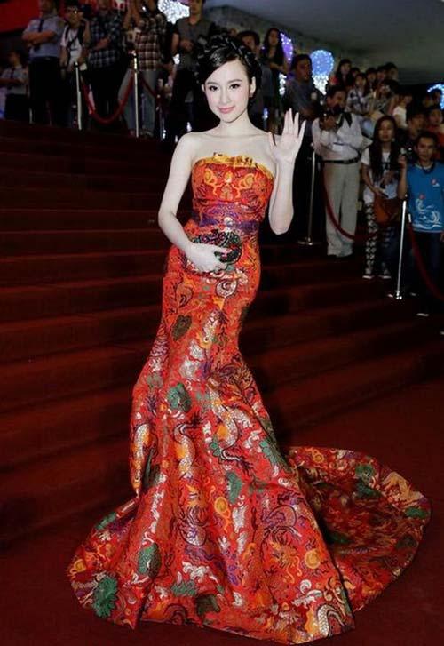 """Những bộ cánh """"rúng động"""" thảm đỏ của Angela Phương Trinh - 10"""