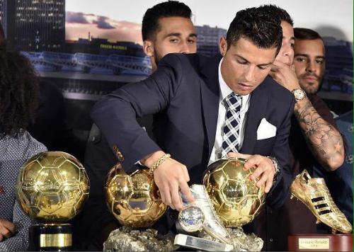 """Ronaldo: Nỗi khổ siêu sao """"yêu lắm, chê cũng nhiều"""" - 2"""