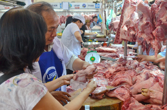 Thịt heo bình ổn thị trường đồng loạt giảm giá bán - 1