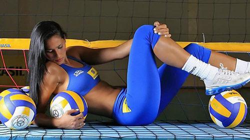 """Nữ thần bóng chuyền: """"Quái vật"""" trên sân, thiên thần ống kính (P3) - 1"""