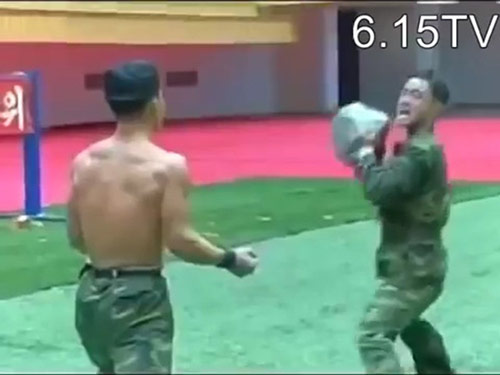 Kung-fu lính Triều Tiên: Dao, sắt, đá…chỉ là xốp - 2