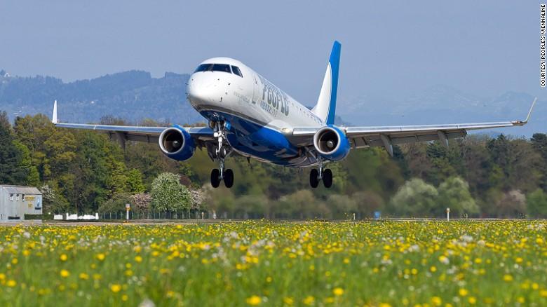 Tuyến bay quốc tế ngắn vỏn vẹn 8 phút chính thức ra mắt - 1